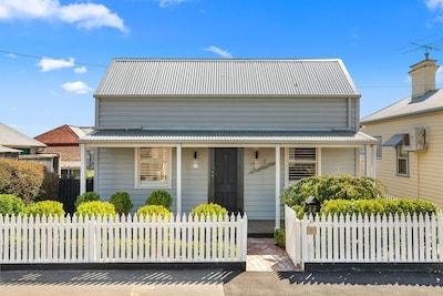 ★ Luxurious Geelong Cottage ★ Walk Everywhere ★ WiFi