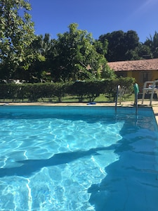 Casa Mobiliada, piscina, jardim, churrasqueira, praia, ar condicionado...