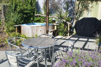 Outside seating, barby and spa