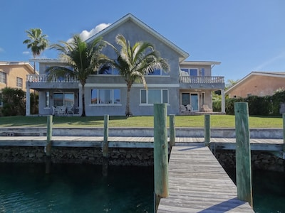 Villa building from your private dock