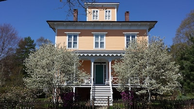 1853 Captain Wheeler House - Early Spring Blooms