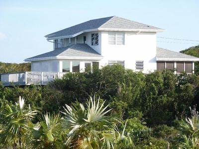 Lochabar Beach House showing Oceanside deck