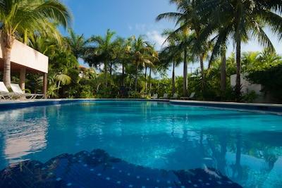 Villa La Joya Condo, only 50 meter from white sand beach, Playa Paraiso