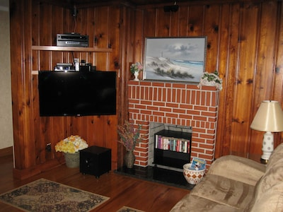 "42"" TV, DVD and stereo all has surround sound. Fast wifi provided by roadrunner."