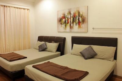 Bedroom1 (2 Queen bed)