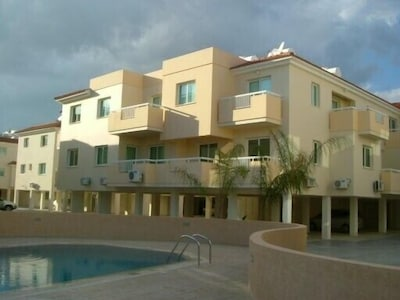 Second floor apartment overlooking the pool with sea views from the balcony