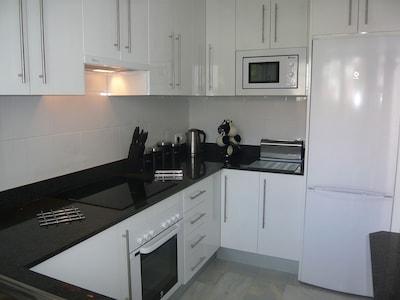 Apartamento (2 dormitorios / 2 baños / Nueva Cocina / Aire acondicionado / piscina / jardines / Vistas al mar)