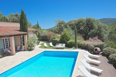 Vue maison et piscine