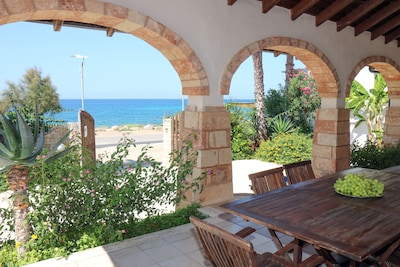 Vista mare dal Porticato di Villa Jinette