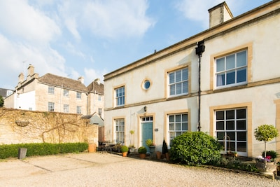 Cosy 2 Bed Mews House (1) In Central Cirencester In The Cotswolds, England