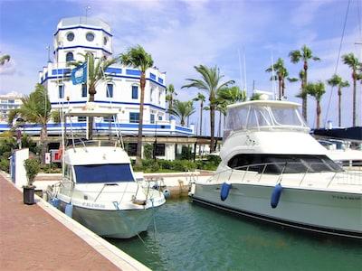 Precioso apartamento de 3 dormitorios y 2 baños ubicado en el corazón de Estepona Marina