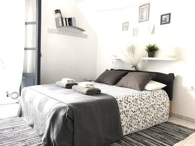 Pièce principale : espace nuit (lit double)