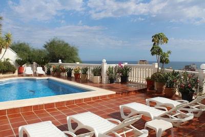 Villa mit privatem Pool und Meerblick