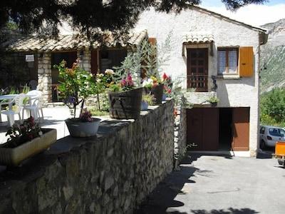 Freistehendes Haus mit Garten und Garage, eigenem Pool