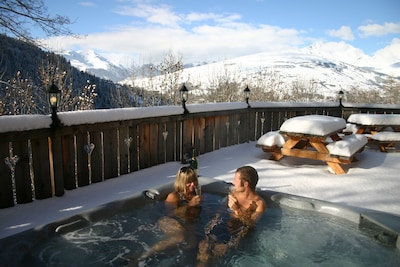 Outdoor hot tub on the terrace for 8 persons
