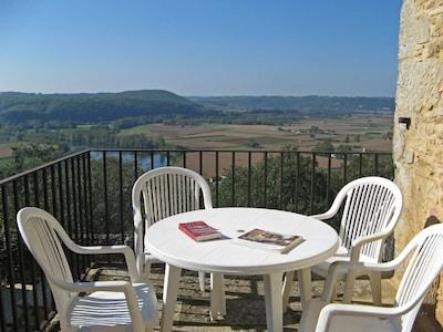 Terrasse avec vue sur la vallée de la Dordogne