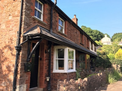 Charming Exmoor cottage in tranquil setting near mediaeval village of Dunster