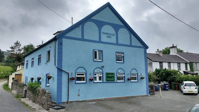 Large Holiday Home Close To Sea and Mountain In Snowdonia