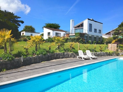 Modern 5 Bedroom House, Large Private Pool, Private Garden, and Sea View