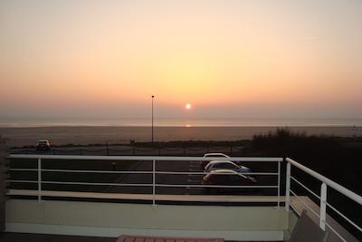 de la terrasse, on assiste au coucher de soleil