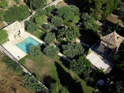 GORDES - TOUR DES BEAUMES         from the sky