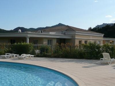 Charmant appartement climatisé au Riviera Golf et à proximité de la piscine