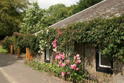 Cottage with 2 parking spaces and a large garden