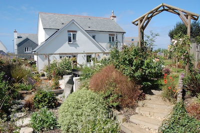 Spacious Modern House, Near The Beach In Quaint Coastal Village Of Crantock.