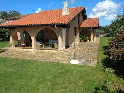 Preciosa casa con jardín y piscina privada en Cantabria