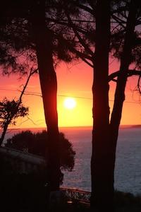 Vue sur mer, coucher de soleil chaque soir, à deux pas de la plage