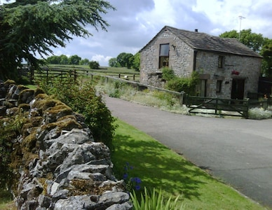 Lovely limestone cottage in the heart of the Peak District.