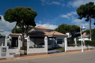 Luxury Private Villa, parking and private pool, courtyards and gardens, parking.