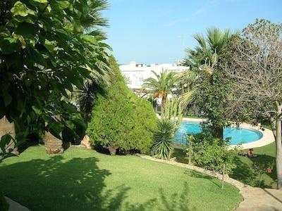 Casa Cueva Del Lobo, jardines tropicales, piscina y vistas al mar,