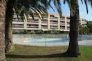 Vue de la piscine et de la résidence
