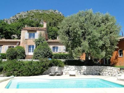 Villa Aurabelle, villa provençale avec jardin et piscine à Vence,