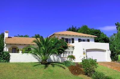 Villa Agulhas Stellenbosch - View from the street
