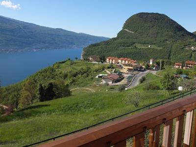 Blick vom Balkon auf den Lago di Garda