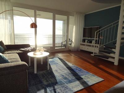 Wohnzimmer mit Blick auf den Jadebusen