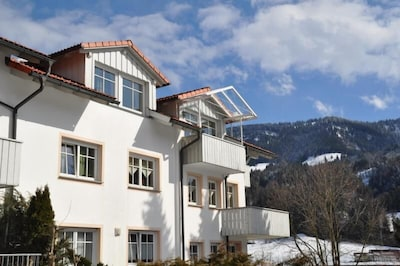 Westansicht des Hauses mit Blick auf den Hündle