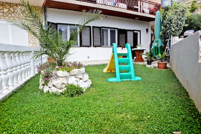Private garden - Apartment Bane for 8 person