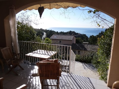 Apartamento de 2 dormitorios con vistas al mar sensacionales orientadas al sur, cerca de la playa.