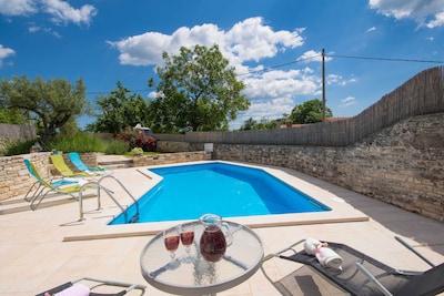 Privater Pool und privater Garten