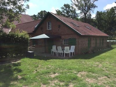 Terrasse mit Spielwiese