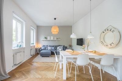 Wohnzimmer & Essbereich mit 1.Schlafsofa (125x200)
