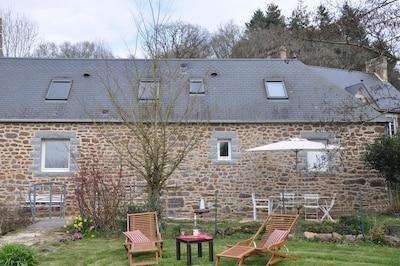 côté jardin, terrasse.