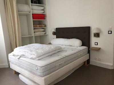 La chambre avec matelas haut de gamme pour un sommeil réparateur !
