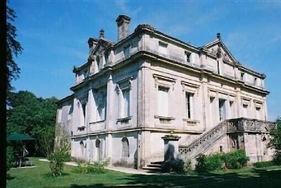 Le château de Bussaguet côté gîte
