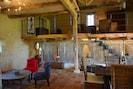 mezzanine avec salon et espace TV