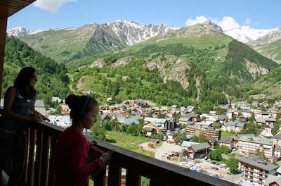 ce n'est pas la vue du balcon, mais seulement de valloire....