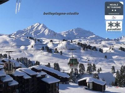 Vue panoramique sur les montagnes et exposition Sud-Ouest
